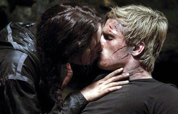 the-hunger-games-katniss-peeta-kiss